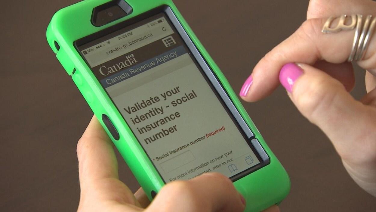 Un grand plan sur un téléphone cellulaire.
