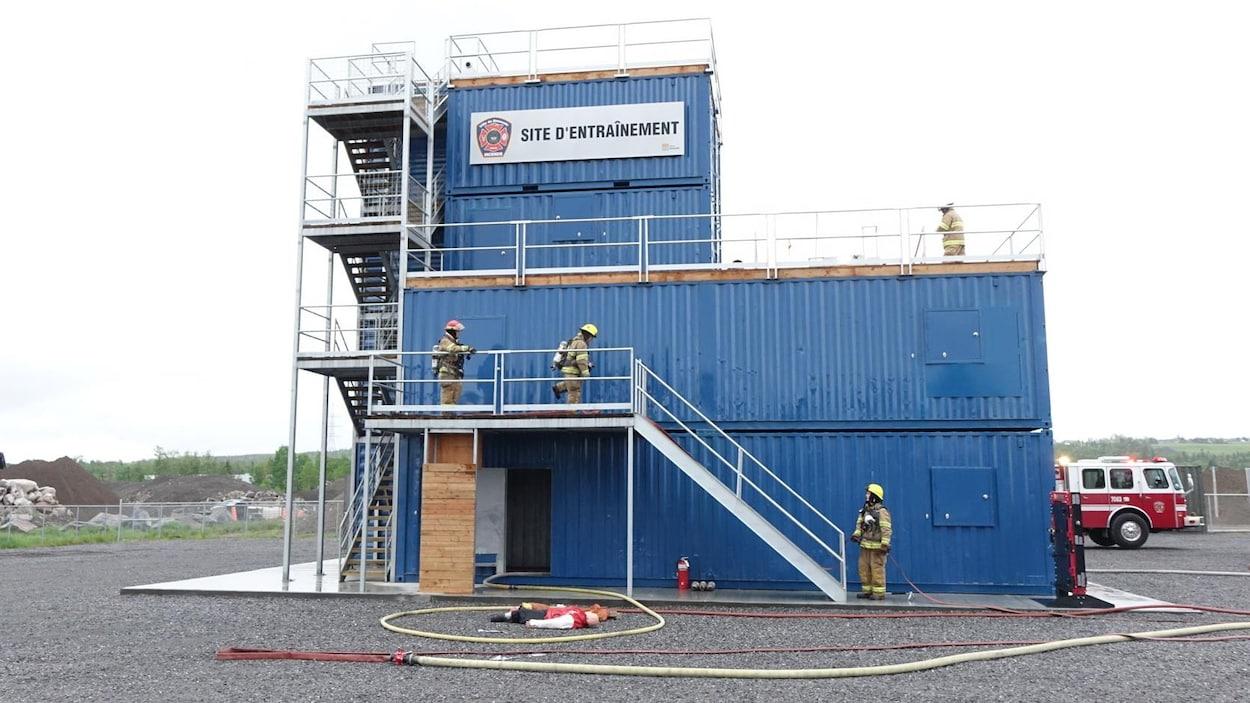 Le nouveau centre d'entraînement pour les pompiers de Rimouski est fait à partir d'anciens caissons maritimes.