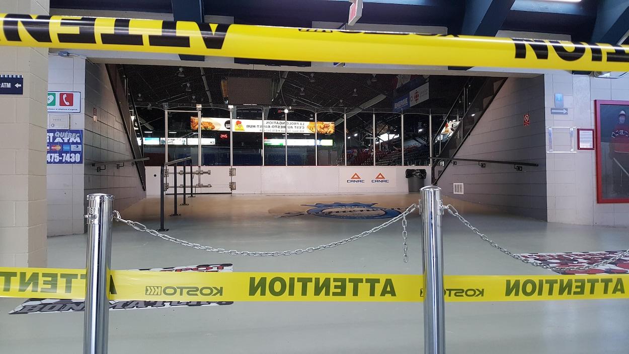 L'entrée principale du Centre Georges-Vézina est fermée.