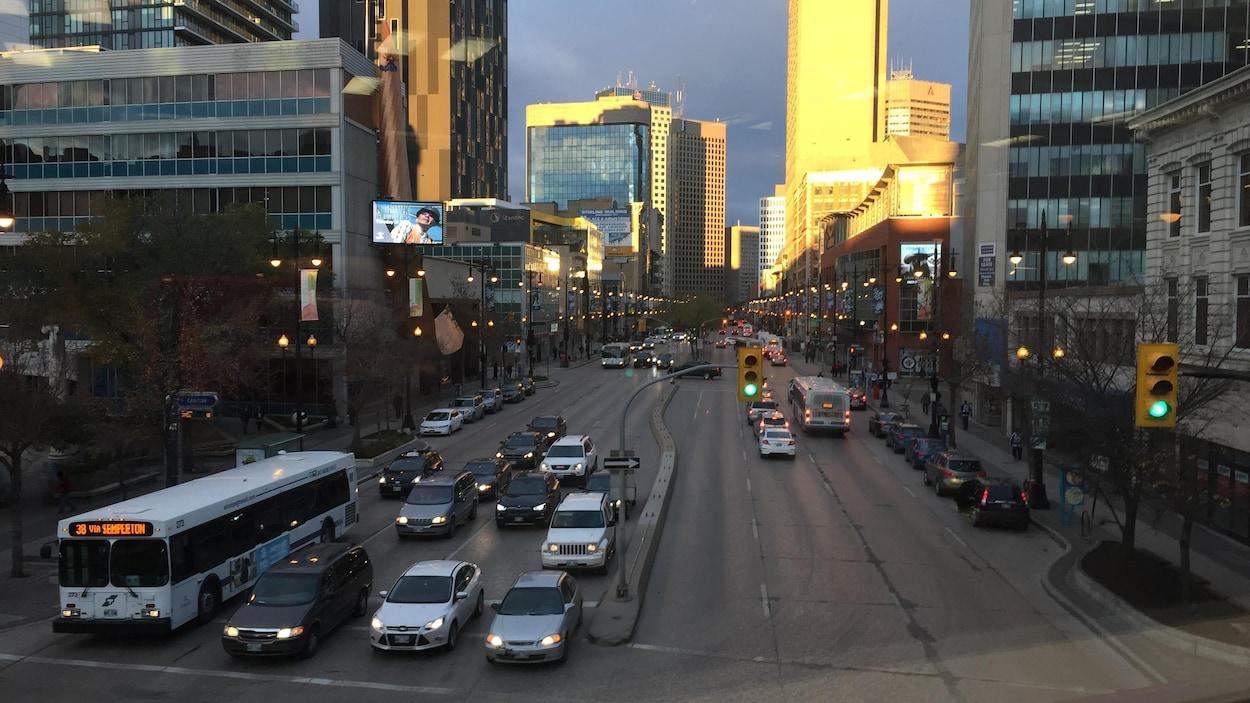 Vue de l'avenue Portage, dans le centre-ville de Winnipeg.