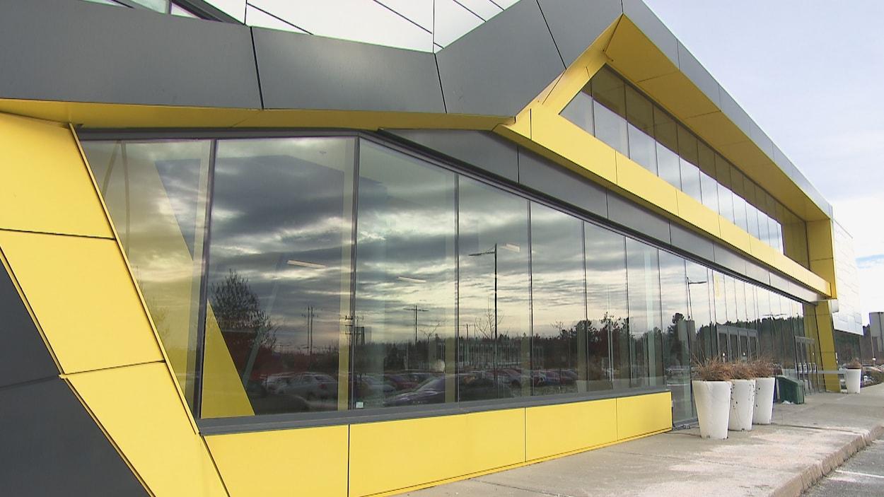 Le Centre de Foires de Sherbrooke de l'extérieur.