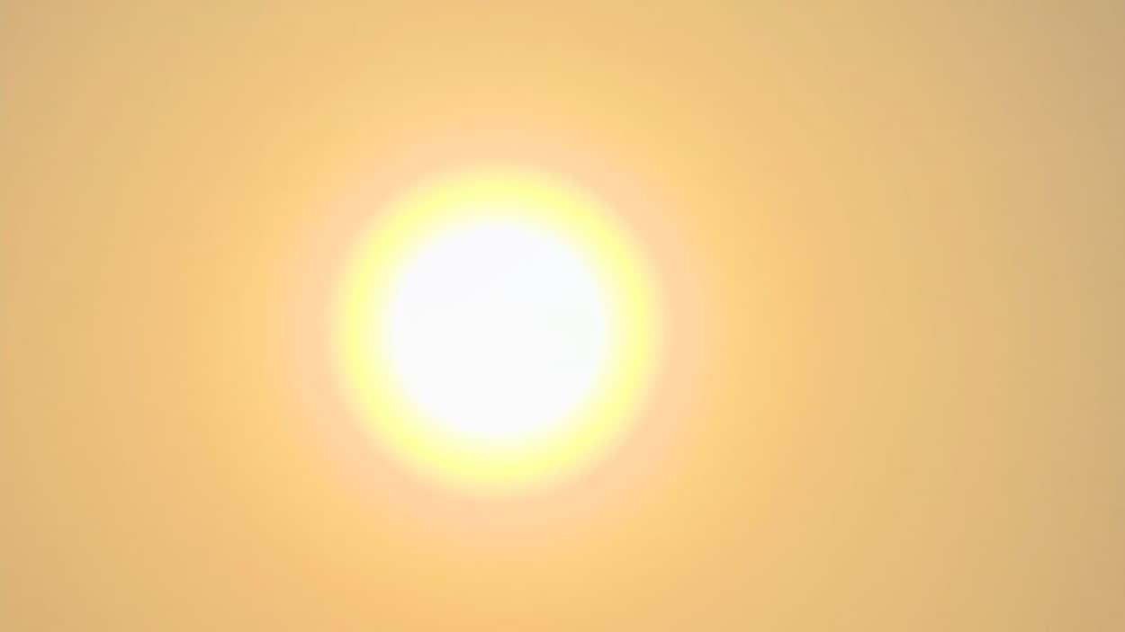 Un soleil dans le ciel.
