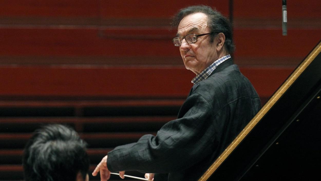 Le chef d'orchestre Charles Dutoit lors d'une répétition avec l'Orchestre de Philadelphie, le 19 octobre 2011.
