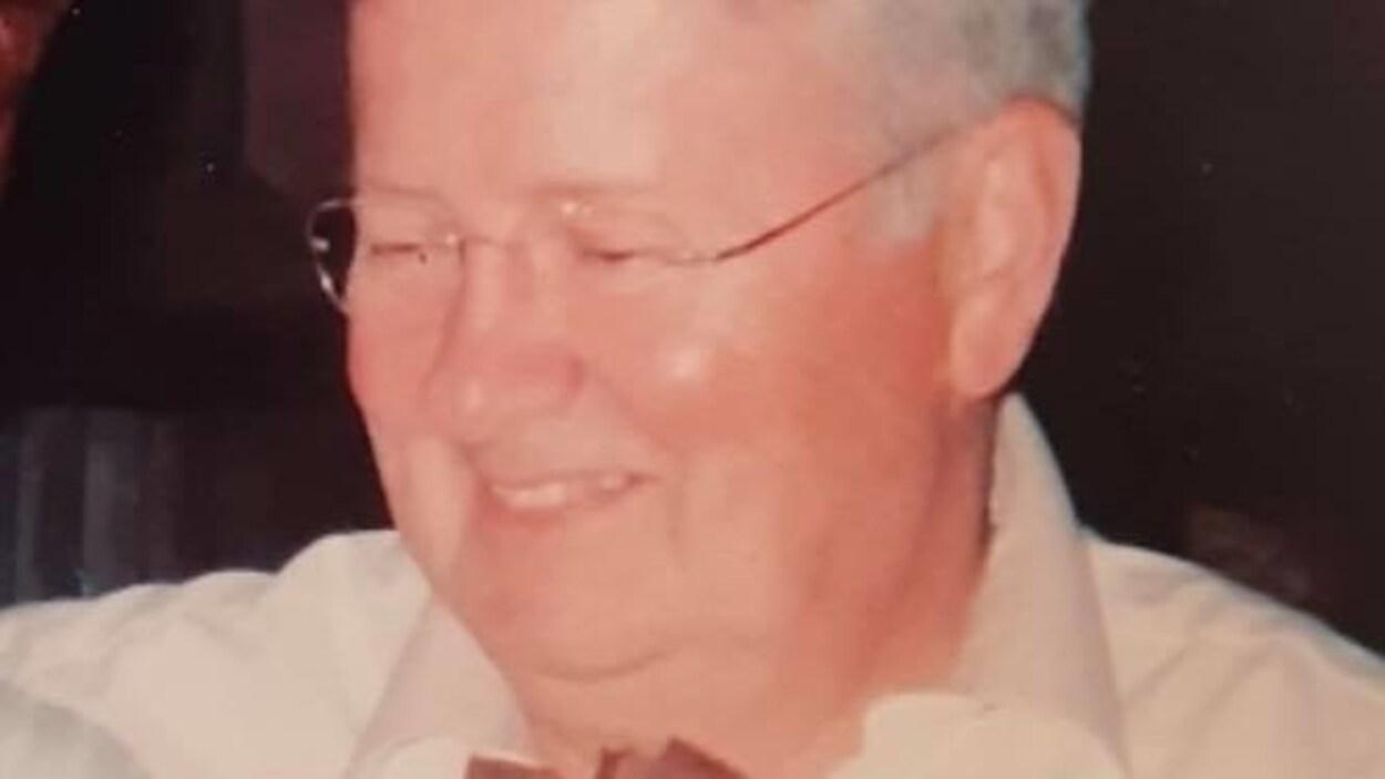 Portrait rapproché de Charles Olivier.