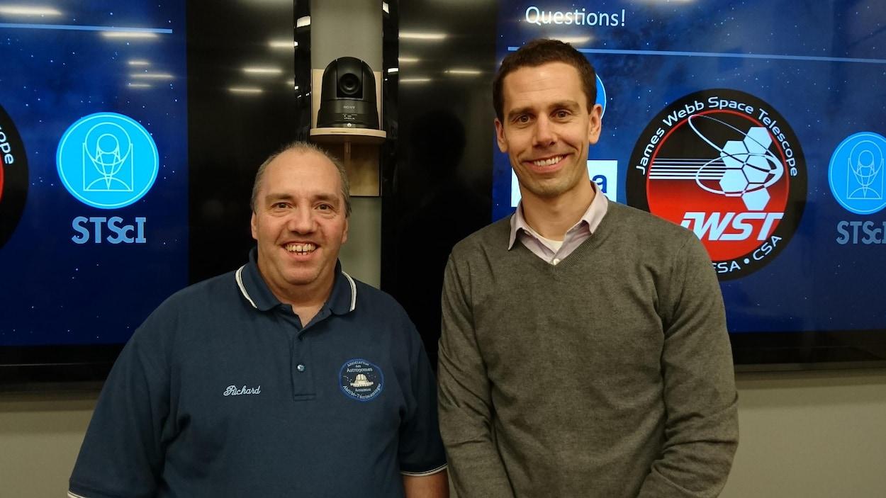 Le président de l'Association des astronomes amateurs de l'Abitibi-Témiscamingue, Richard Martin (gauche) et Charles-Philippe Lajoie, astronome physicien