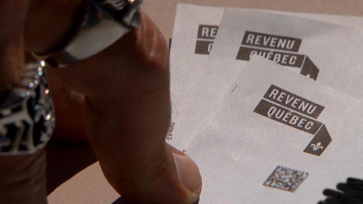 Gros plan sur l'entête d'un chèque de Revenu Québec.