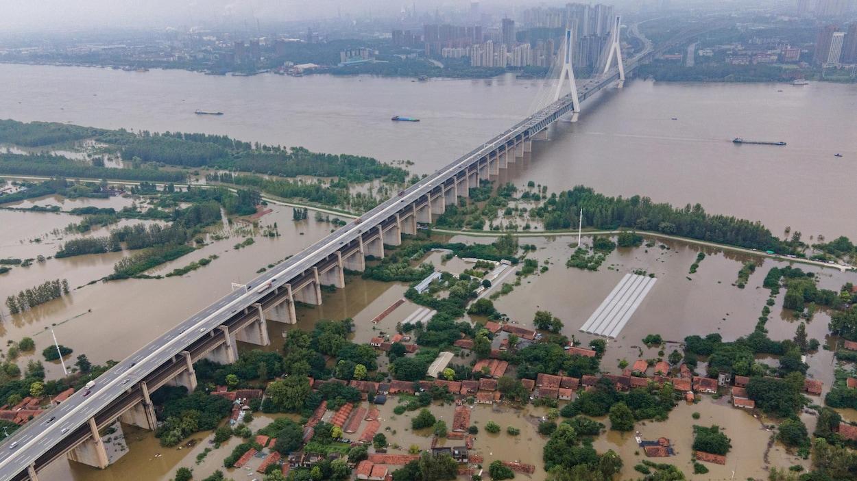 Chine : 140 morts ou disparus après des inondations, Wuhan menacée