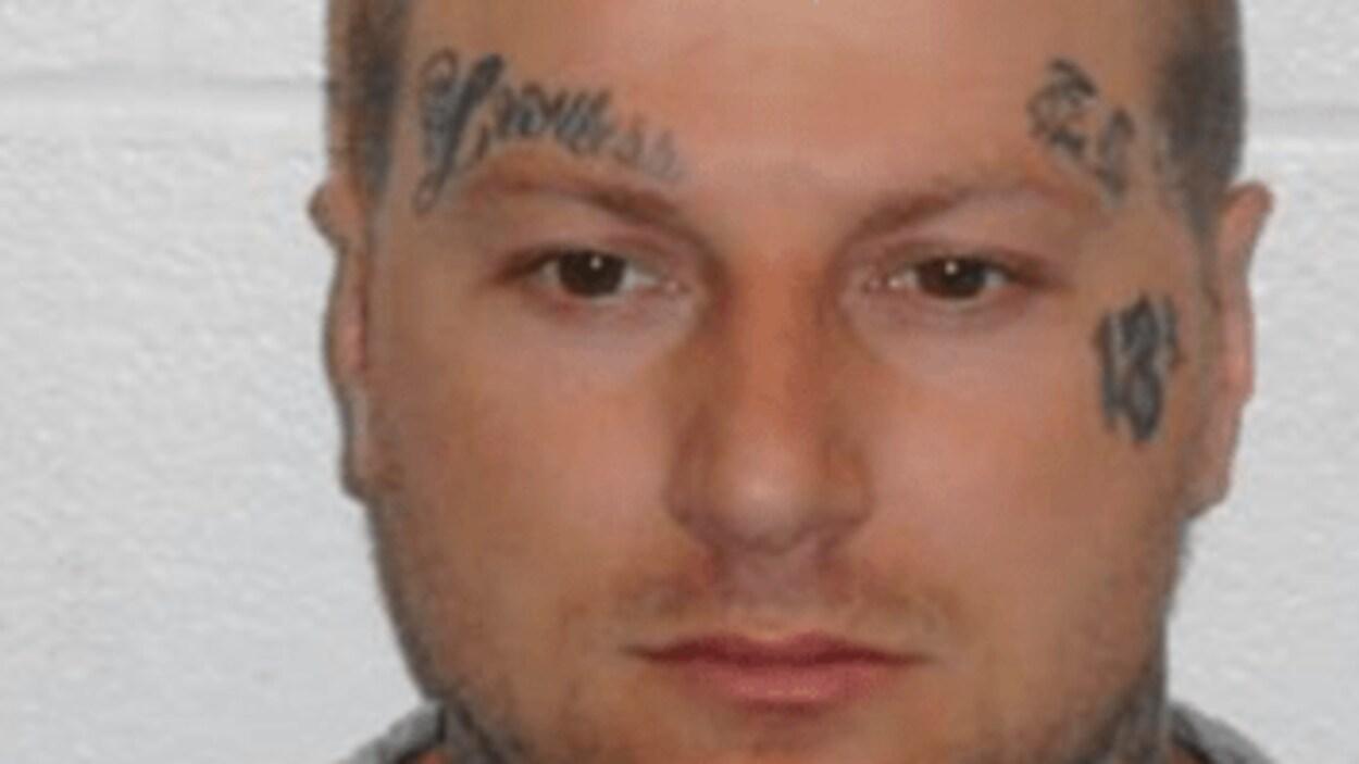 Christopher McKay est recherché par les autorités policières.
