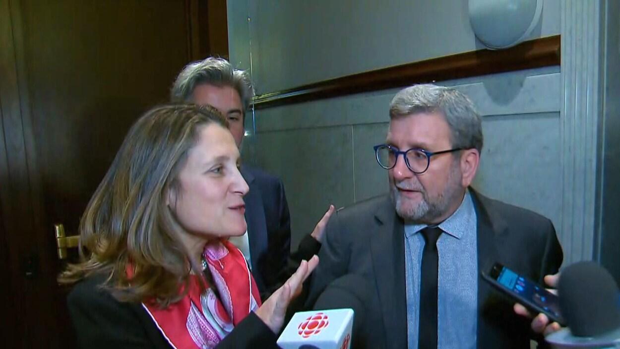La vice-première ministre du Canada et ministre des Affaires intergouvernementales, Chrystia Freeland a rencontré le maire de Québec en compagnie du lieutenant politique de Justin Trudeau, Pablo Rodriguez