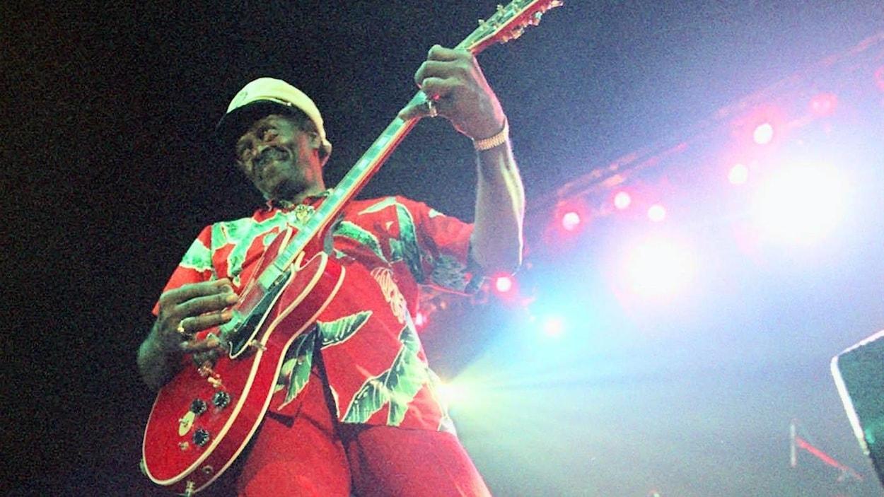 Le guitariste Chuck Berry