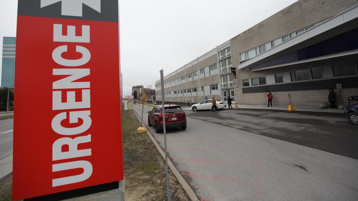 C.H.U.L. Québec Hôpital Centre mère-enfant Panneau Urgence