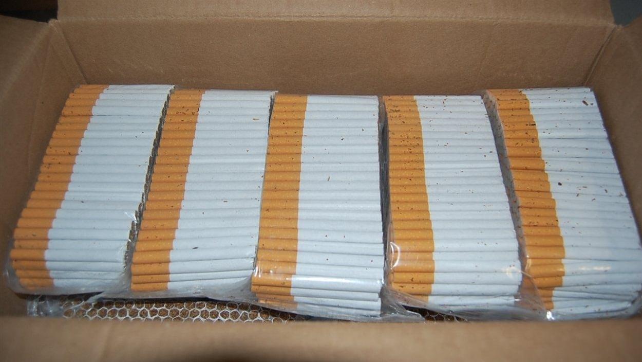 Des cigarettes de contrebande saisies.