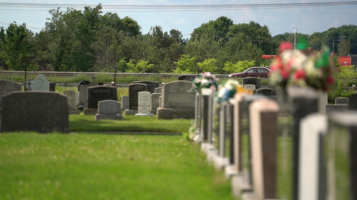 Le cimetière à Saint-Apollinaire