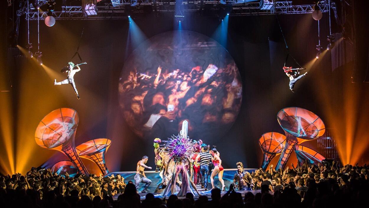 Scène du spectacle « Sép7imo Día : No Descansaré » du Cirque du Soleil