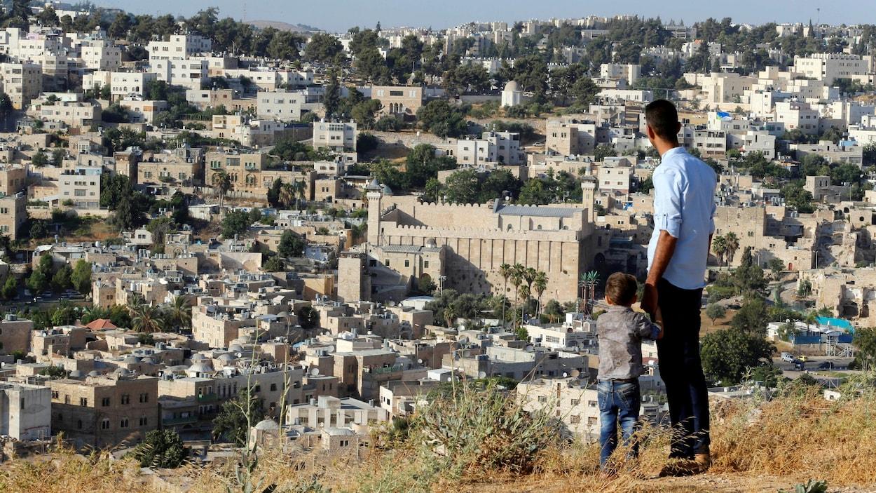 Une vue d'Hébron, en Cisjordanie, et de la mosquée d'Ibrahim, appelée par les juifs le tombeau des Patriarches.