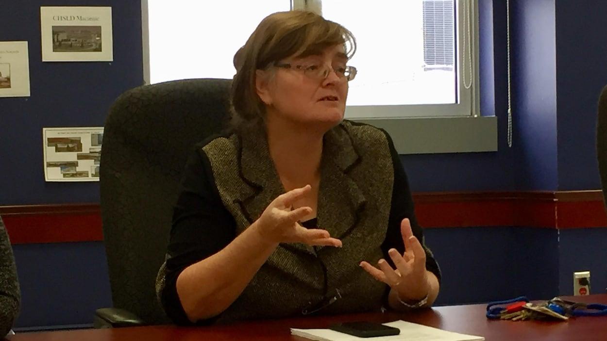 La recherche de médecins spécialistes demeure un défi quotidien pour la directrice des services professionnels et de l'enseignement universitaire au CISSS-AT, docteure Annie Léger.