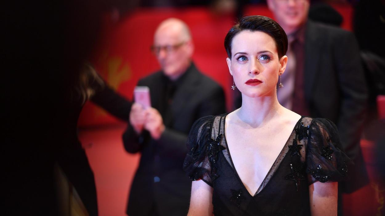 Claire Foy se présente sur le tapis rouge de la Berlinale en février 2018.