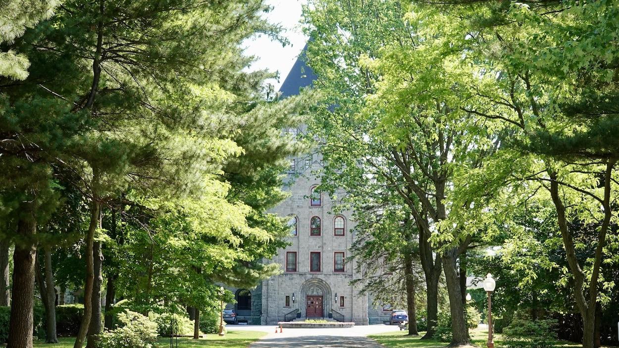 Façade de la résidence des Clercs de Saint-Viateur à Joliette.