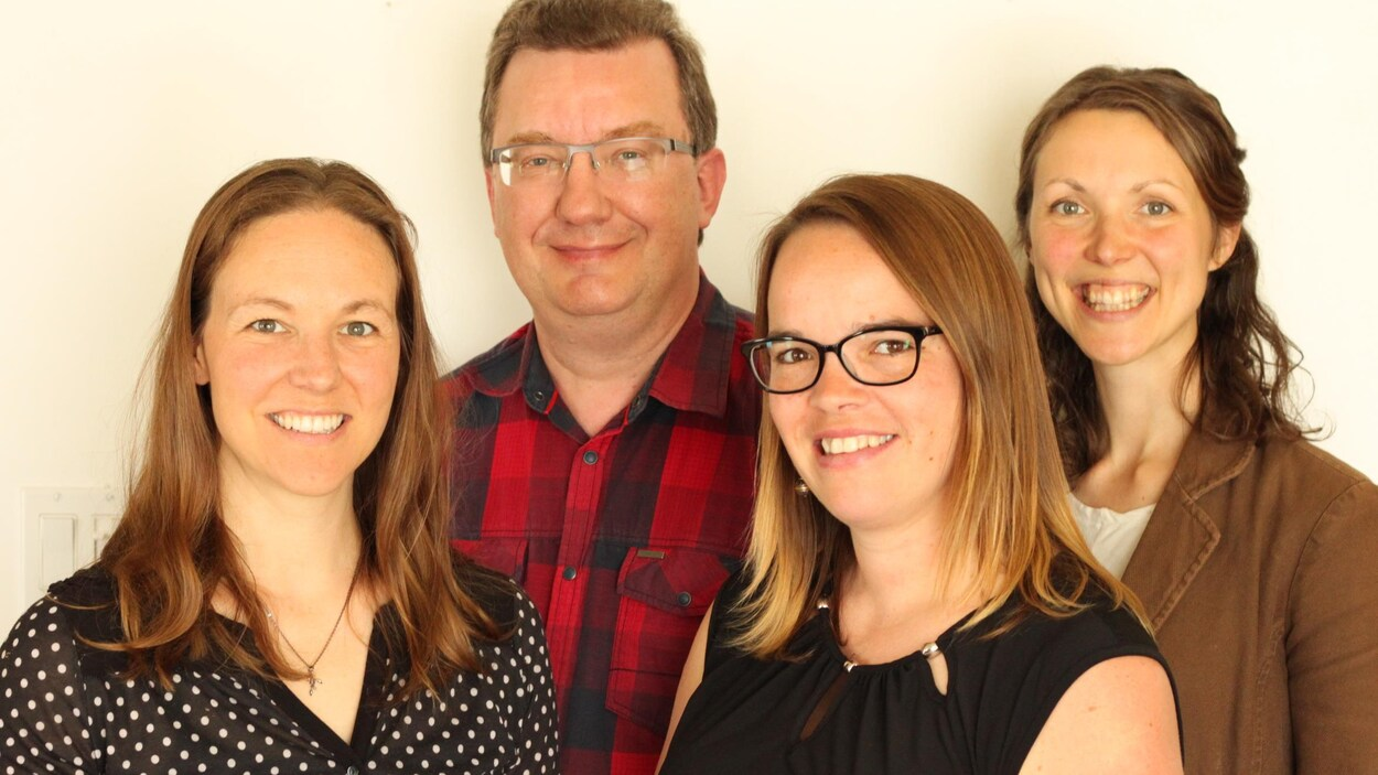 Joëlle Goudreault (ergothérapeute), Jean-François Devloo (neuropsychologue), Annie Boucher (psychologue) et Élise Fitzgerald (orthophoniste)