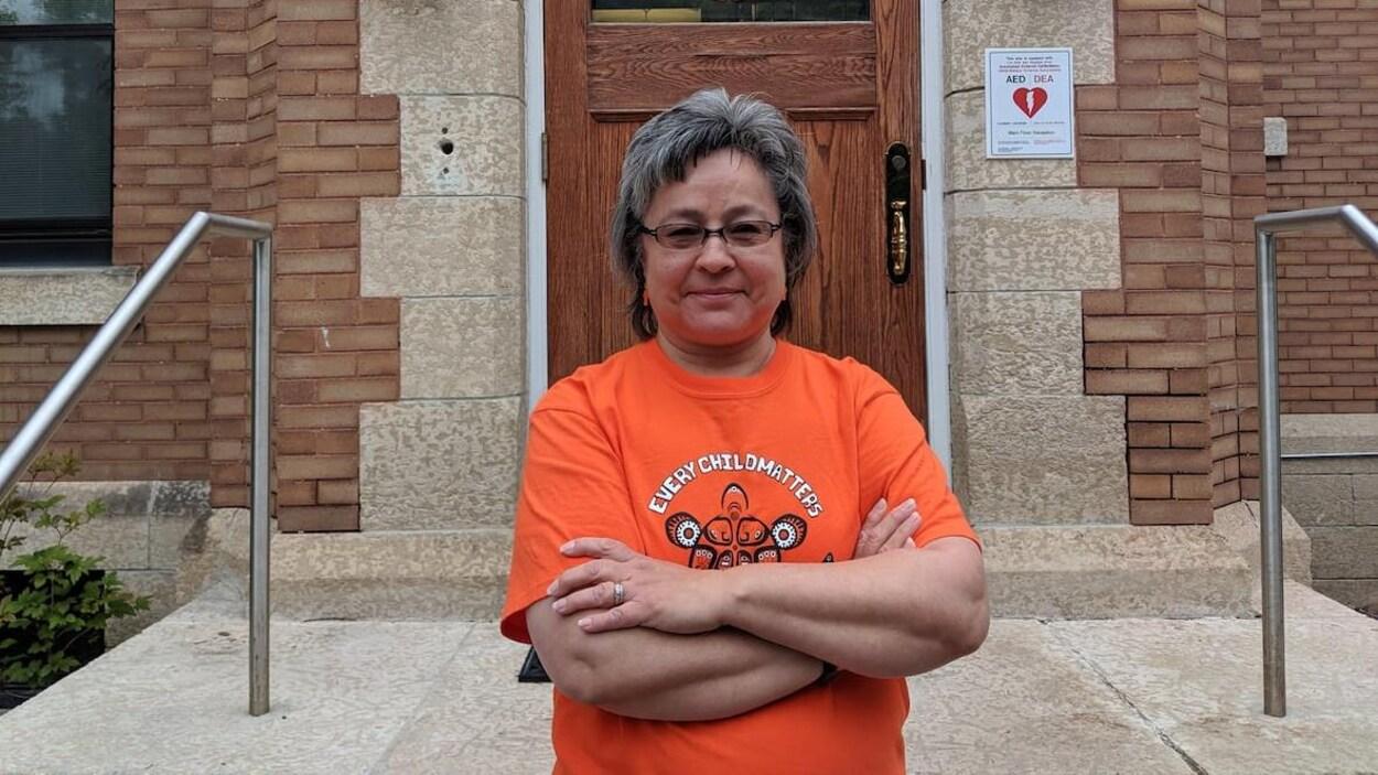 Phyllis Webstad, fondatrice de la Journée de la chemise orange, était conférencière invitée à l'annonce du CNVR, mercredi. Elle a quitté son emploi l'an dernier à Williams Lake, en Colombie-Britannique, afin de se consacrer à temps plein à la Journée de la chemise orange et aux activités reliées.