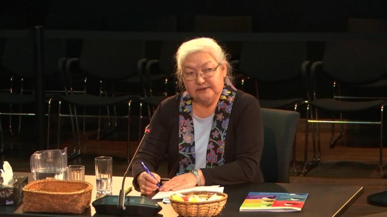 Kathleen J. Wootton a expliqué devant la commission d'enquête que la surpopulation dans les logements causait de graves problèmes sociaux et sanitaires.