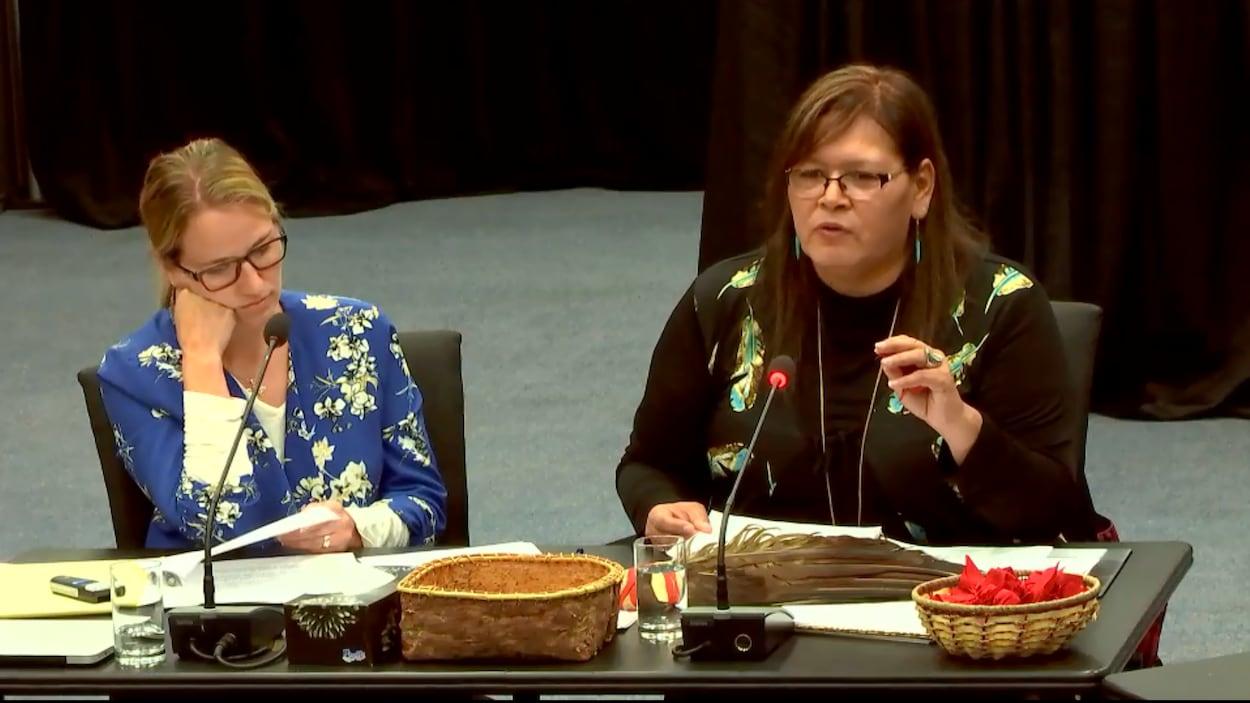 Rainbow Miller, de l'association des Femmes autochtones du Québec (FAQ), et Viviane Michel, présidente de l'association des Femmes autochtones du Québec