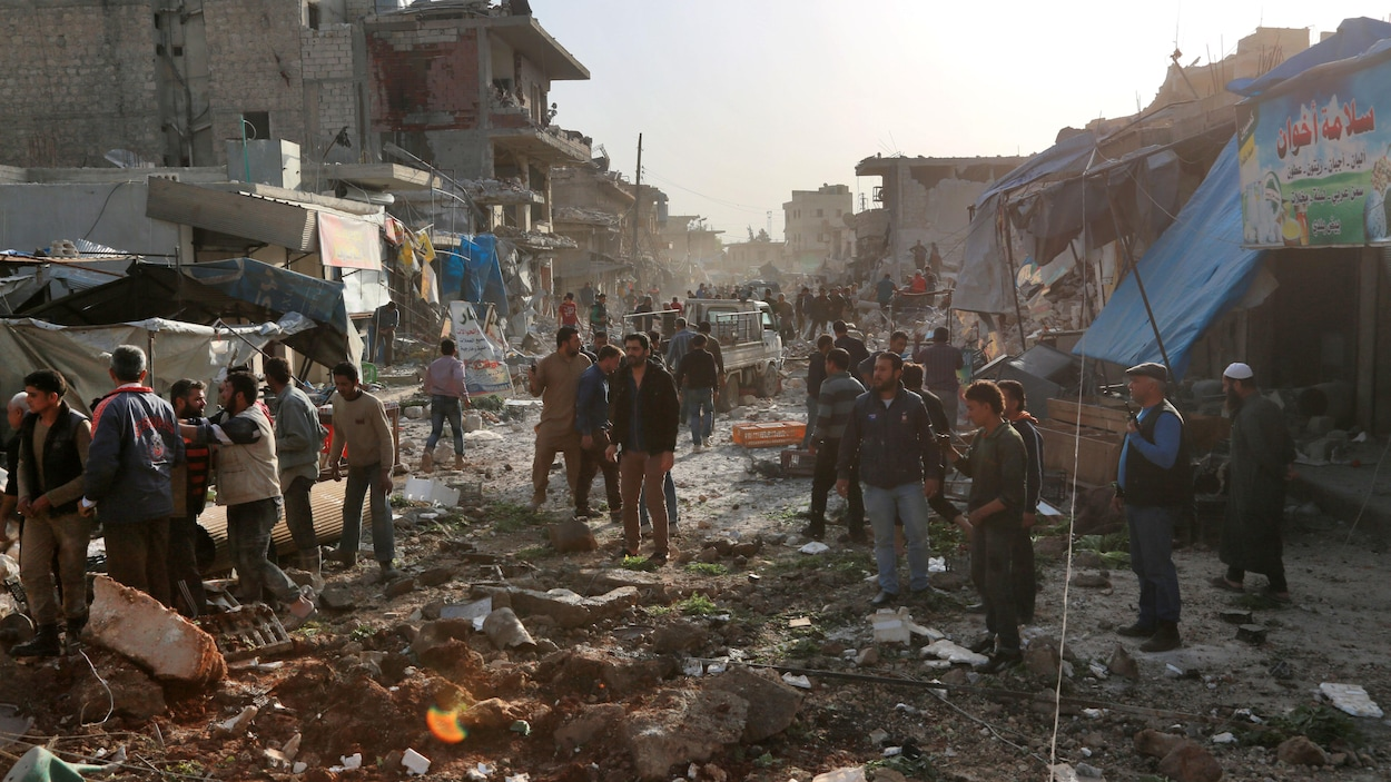 53 morts dans des frappes aériennes sur un marché — Syrie