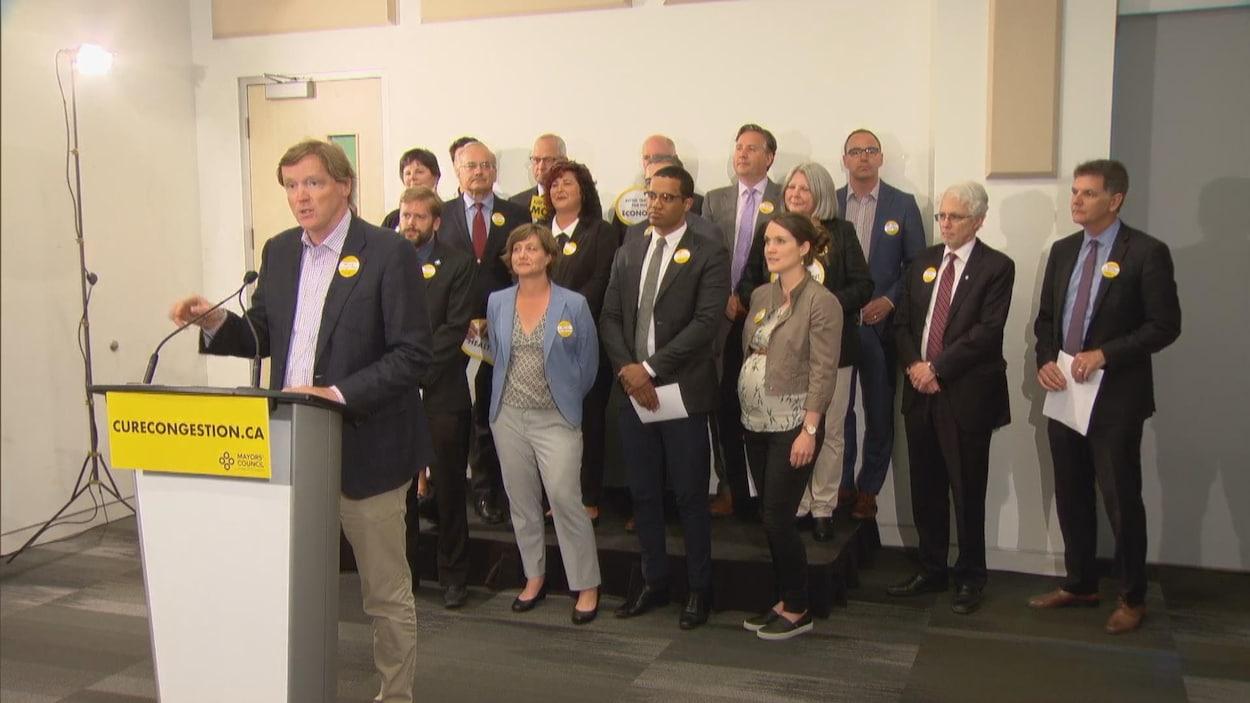 Le conseil des maires du Grand Vancouver en conférence de presse.