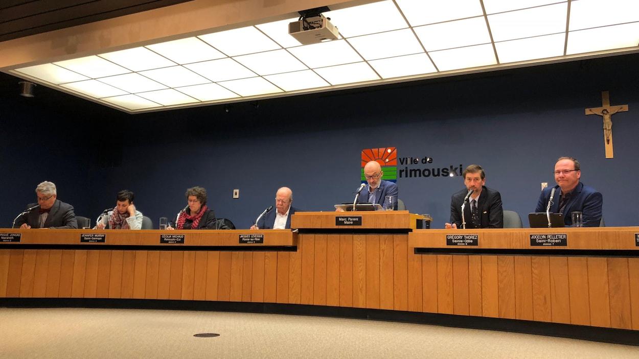 Le conseil municipal de Rimouski lors de l'assemblée du 3 juin 2018.