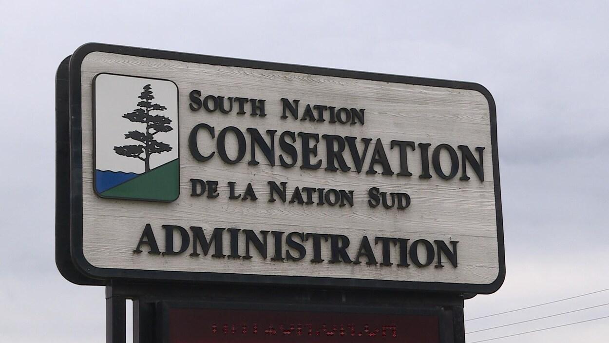 Une affiche du bureau de la Conservation de la Nation Sud.