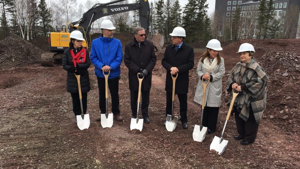 Les travaux en vue de la construction du nouveau CHSLD de Rivière-du-Loup sont lancés.