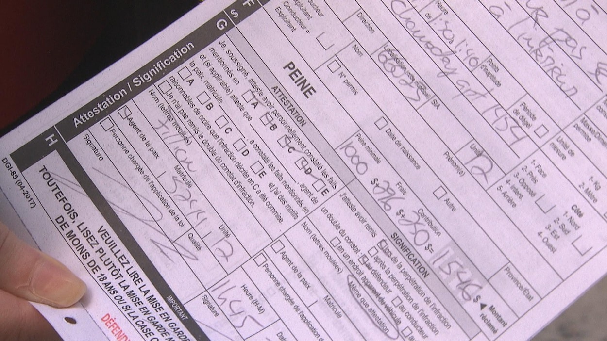 Un constat d'infraction avec la somme de 1546 $ à payer, en gros plan.