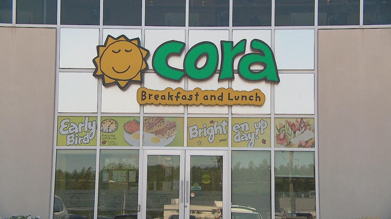 Enseigne de Cora écrite en anglais seulement.