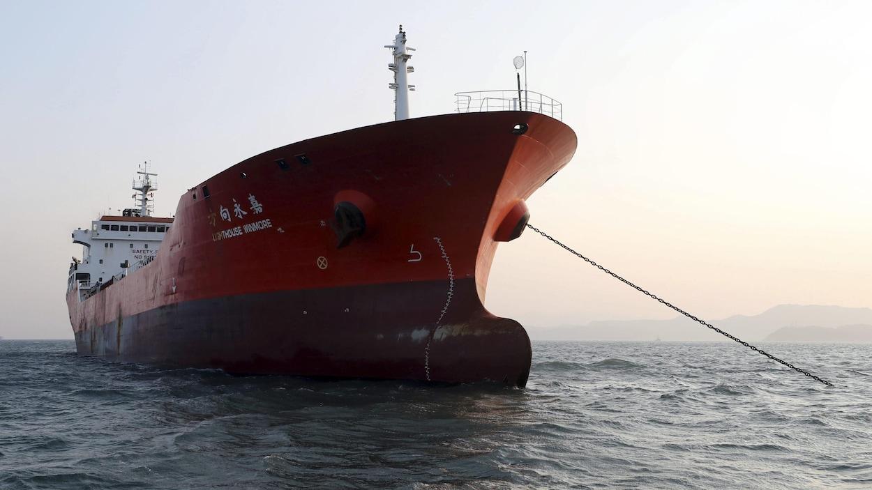 Un navire hongkongais soupçonné d'acheminer du pétrole en Corée du nord