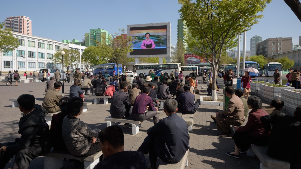 People watch a public television screen showing coverage of the 'Third Plenary Meeting' of the 7th central committee of the ruling Workers' Party, in Pyongyang on April 21, 2018. - North Korean leader Kim Jong Un said he would halt nuclear tests and intercontinental missile launches, in an announcement welcomed by US President Donald Trump ahead of a much-anticipated summit between the two men. (Photo by KIM Won-Jin / AFP)        (Photo credit should read KIM WON-JIN/AFP/Getty Images)
