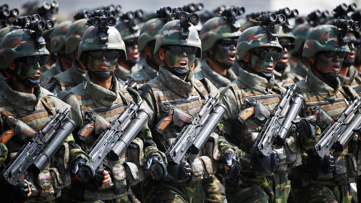 Des soldats nord-coréens lors d'un défilé militaire à Pyongyang