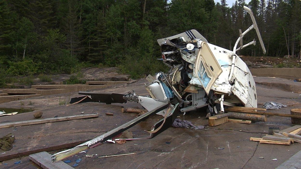 L'épave de l'hélicoptère qui s'est écrasée près de Sept-Îles en 2015.