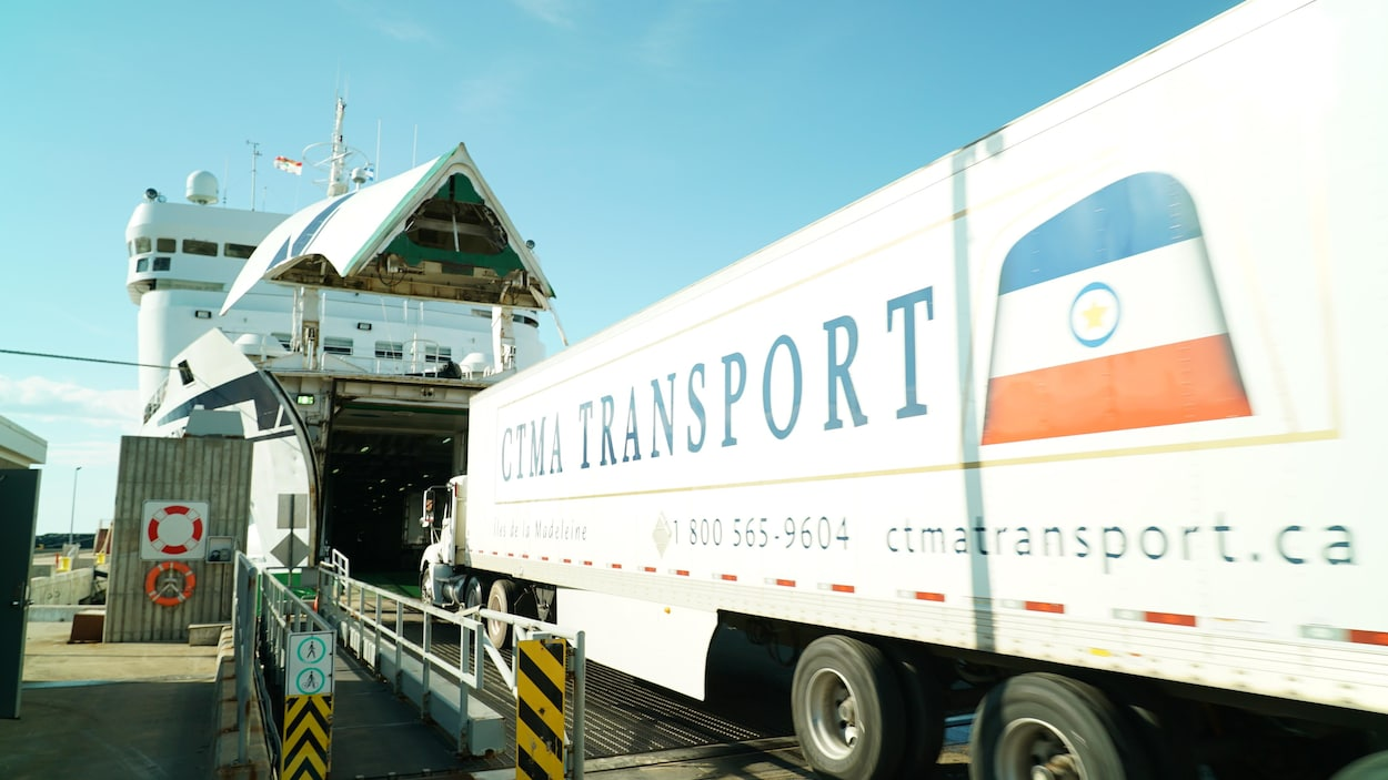 rampe d'embarquement avec camion