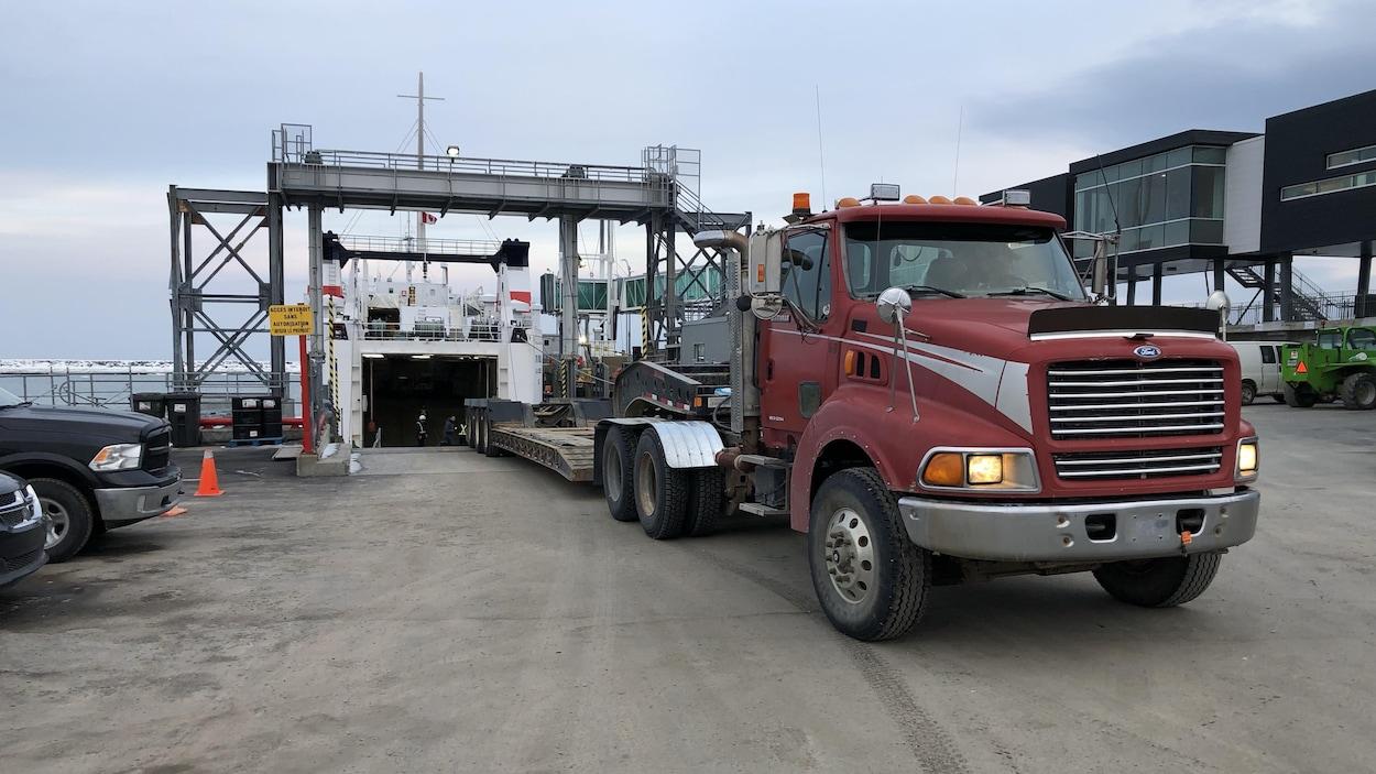Les camionneurs doivent entrer à reculons dans le CTMA Voyageur