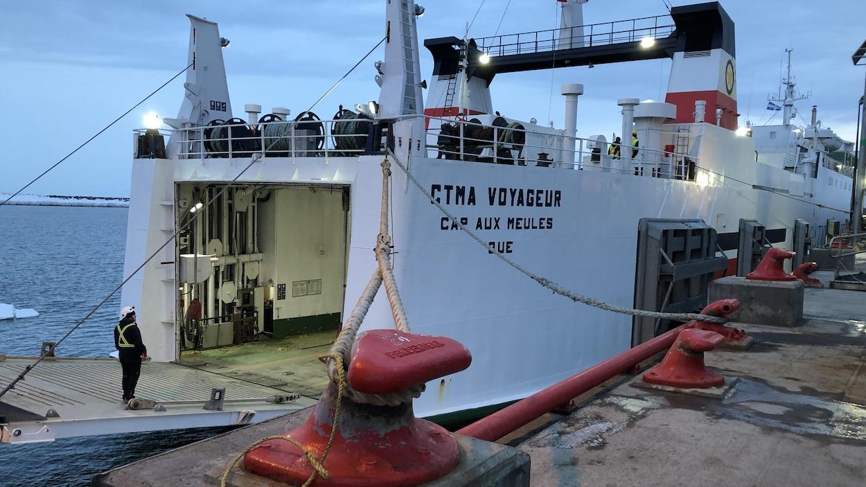 Le CTMA Voyageur amarré au quai de Matane