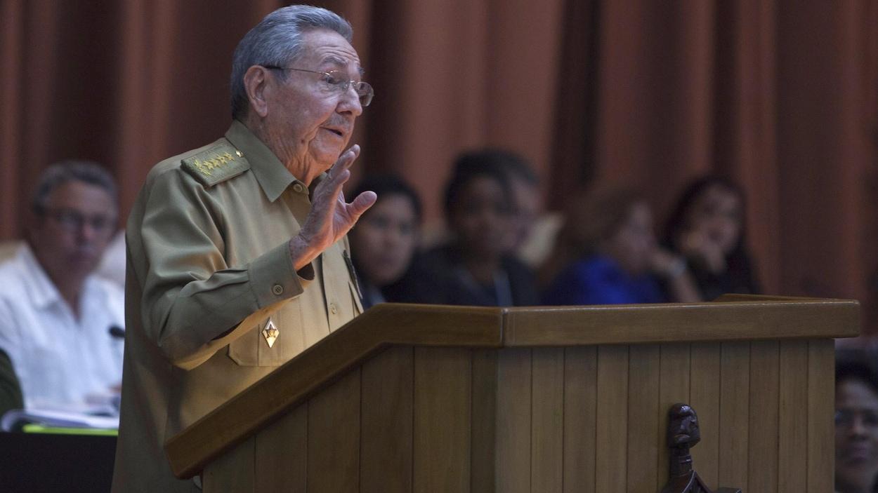 L'actuel président cubain Raul Castro s'adresse à l'Assemblée nationale à La Havane