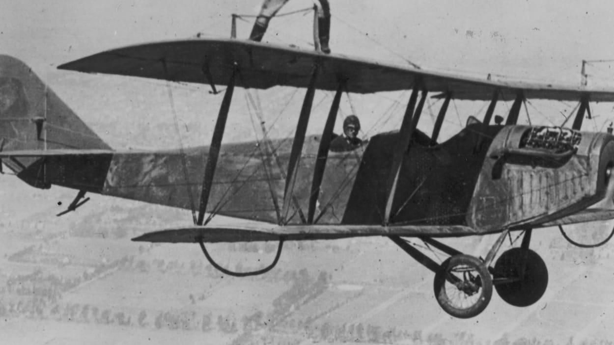 Une photo d'archives d'un avion Curtiss JN-4 en 1924