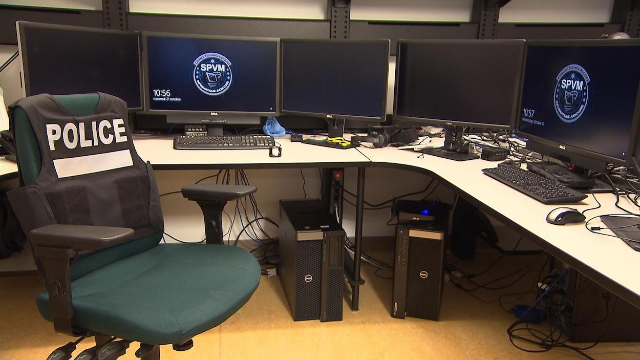 Un poste de travail de cyberenquêteur au SPVM.