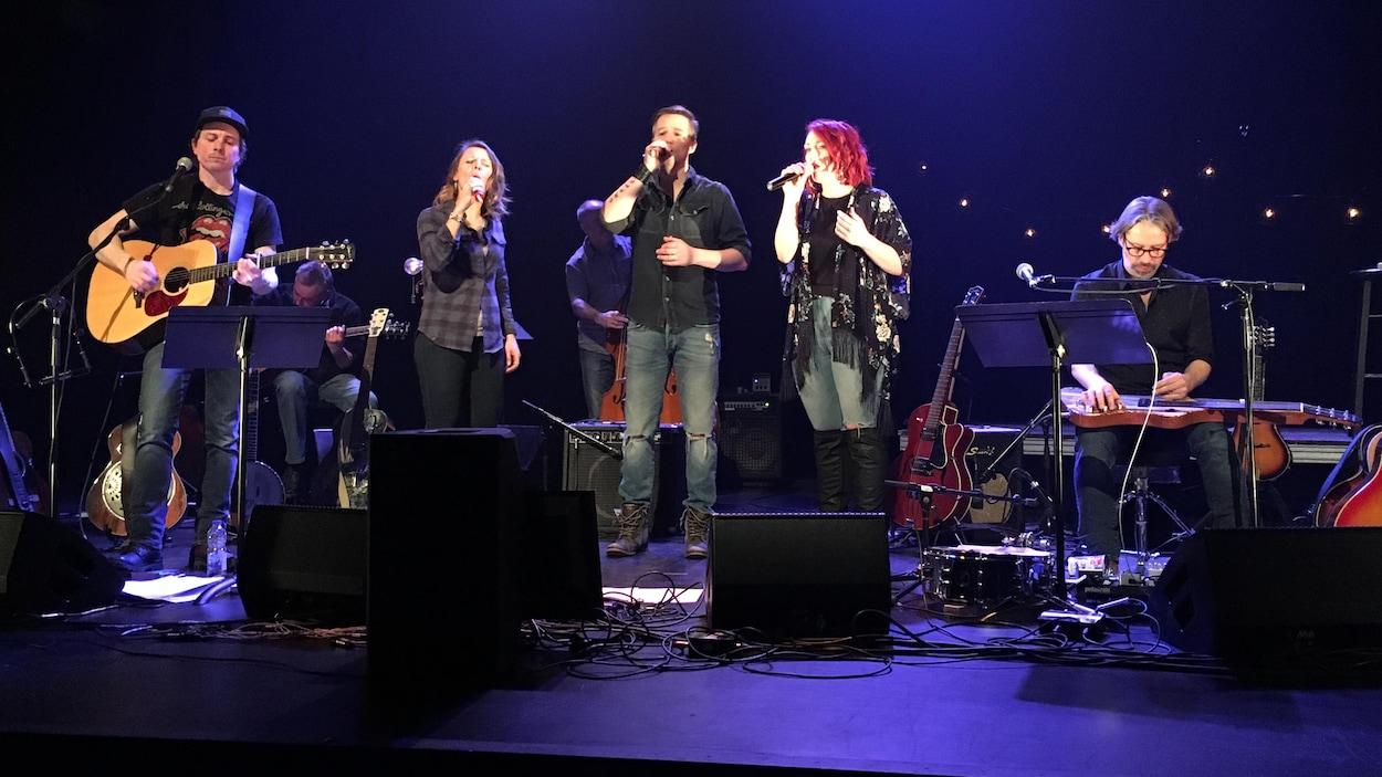 Chanteurs et musiciens en spectacle