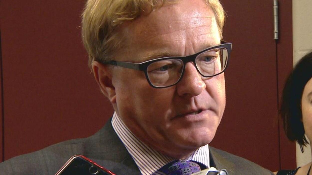 Le ministre de l'Éducation David Eggen
