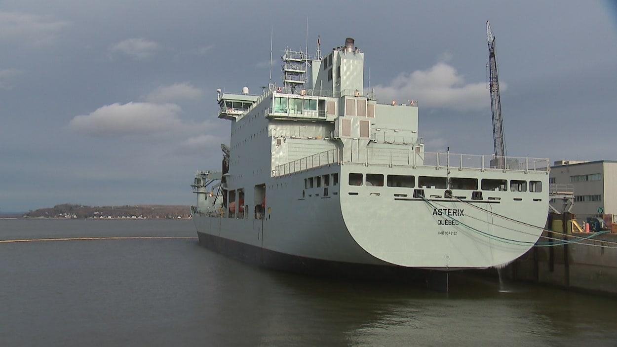 Le navire Astérix, construit par les travailleurs de Chantier Davie Canada