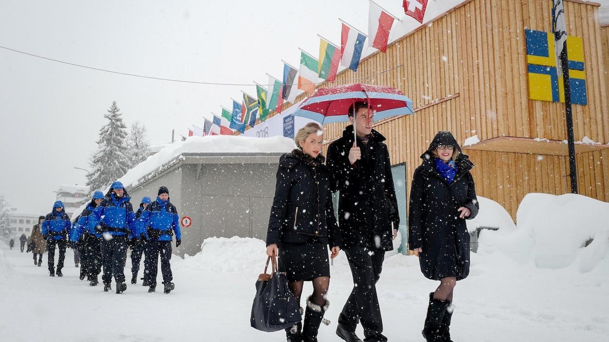 """Résultat de recherche d'images pour """"davos drapeaux"""""""