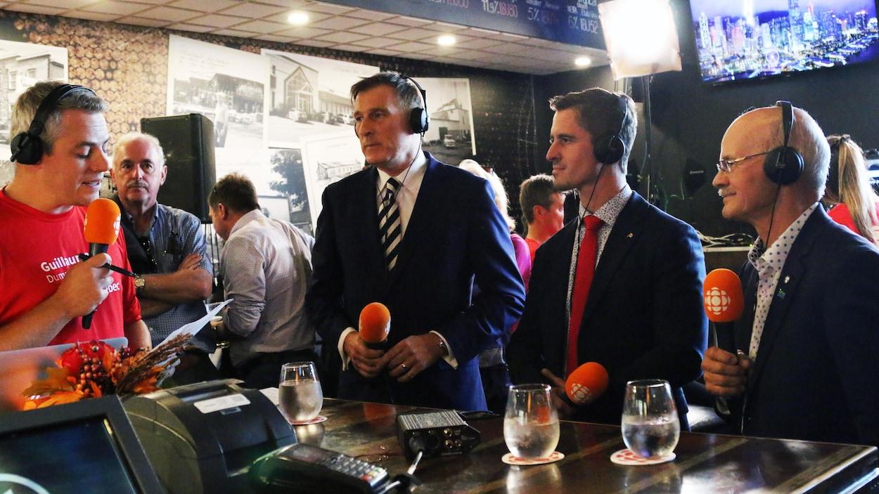 Maxime Bernier, Adam Veilleux et Richard Lehoux ont croisé le fer lors d'un débat jeudi à Sainte-Marie.
