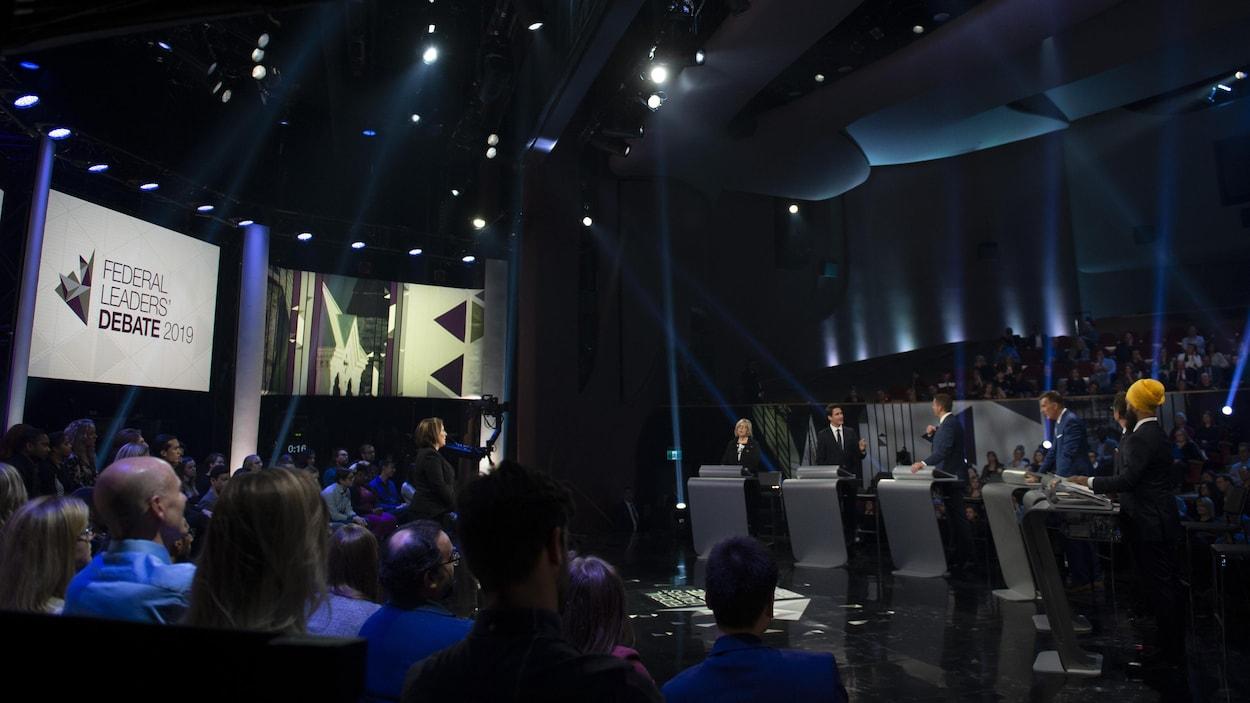 Elizabeth May, Justin Trudeau, Andrew Scheer, Maxime Bernier, Yves-François Blanchet et Jagmeet Singh ont pris part à ce débat des chefs en anglais.