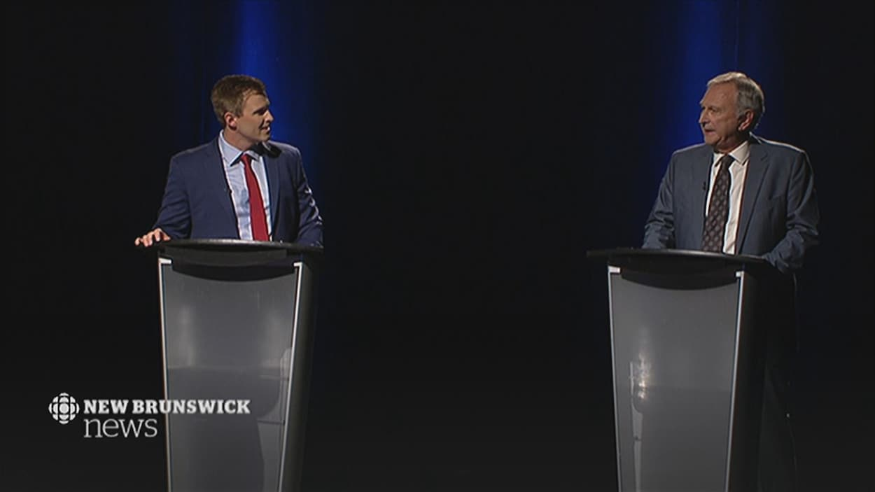 Brian Gallant et Blaine Higgs lors du débat des chefs du Nouveau-Brunswick sur les ondes de CBC.